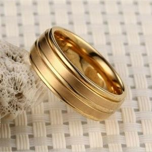 NWT Unisex Stainless Steel Titanium Gold Band Ring